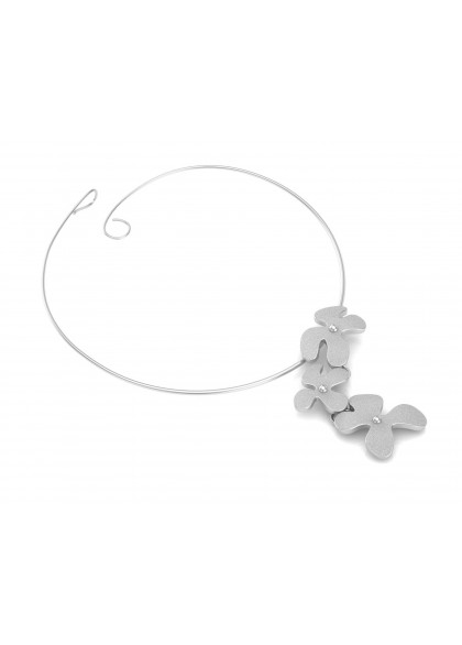WHITE FOLIAGE NECKLACE